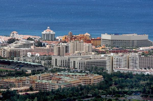 Vista de la zona sur de la Isla, donde se concentra la mayor parte de la planta hotelera tinerfeña. / DA