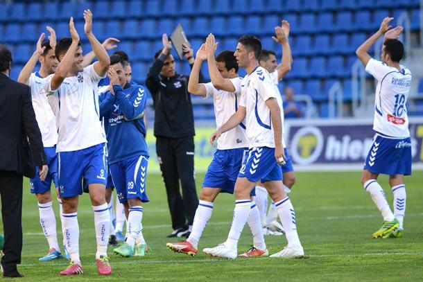 jugadores  Tenerife celebran victoria