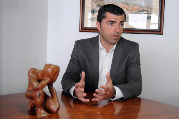 El también alcalde de Los Realejos, Manuel Domínguez, durante una entrevista. / DA