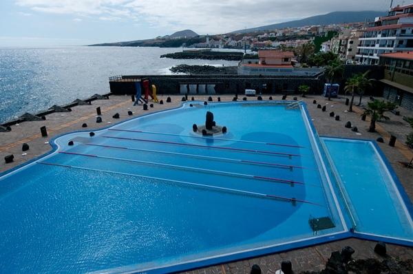 La piscina municipal abre al p blico hasta octubre for Piscina municipal puerto de la cruz