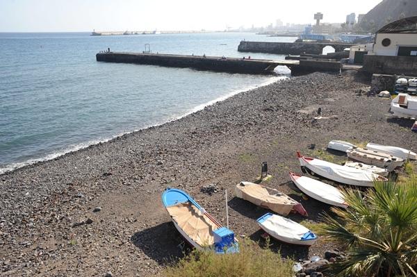 La playa de Valleseco lleva años esperando por la ejecución de un proyecto que hasta el momento no ha podido desarrollarse. / S. MÉNDEZ