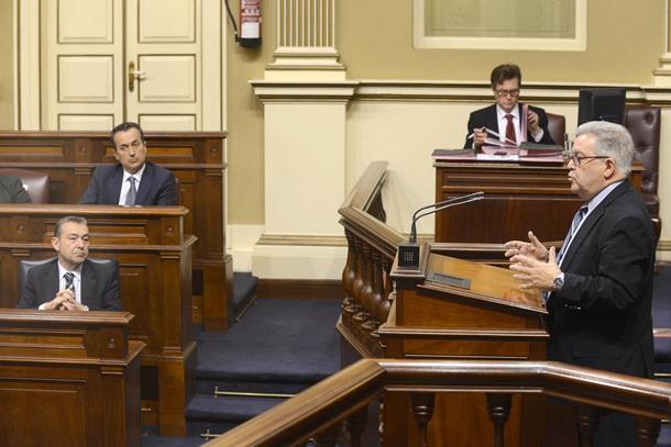 presidente del Cabildo Gran Canaria, José Miguel Bravo de Laguna, en el Parlamento