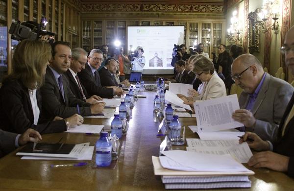 Imagen de la reunión (10 de octubre de 2012) en que se acordó crear la oficina centralizada en Madrid. / DA