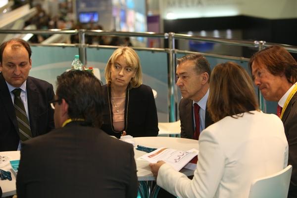 El presidente del Gobierno, Paulino Rivero, durante la reunión con un importante grupo de turoperadores rusos. | DA