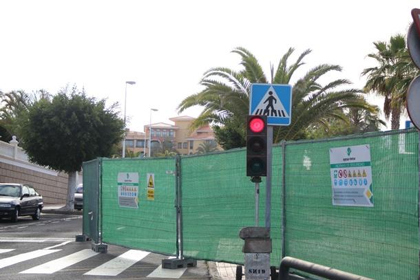 semaforo obras plaza del Duque y la calle Unterhacing Adeje