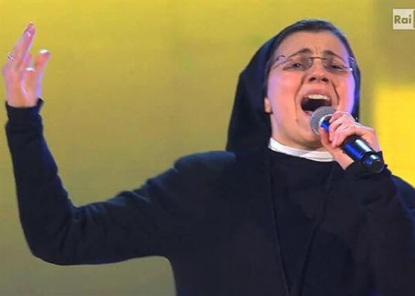 sor cristina en la voz italia