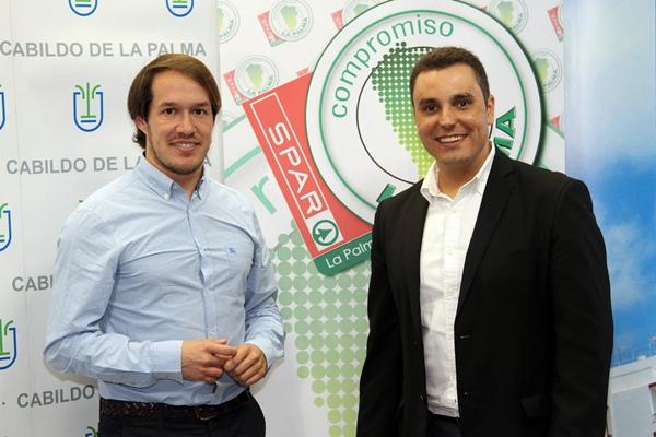 Mariano Hernández, consejero de Deportes del Cabildo, junto a José Gabriel Barreto, director de SPAR. / DA