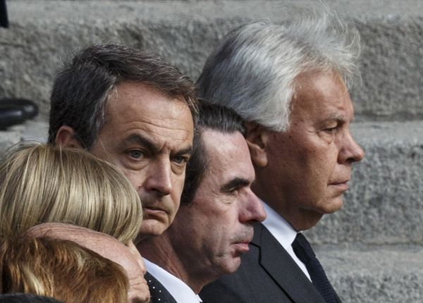Los tres presidentes, Zapatero, Aznar y González, en un momento del acto. / REUTERS