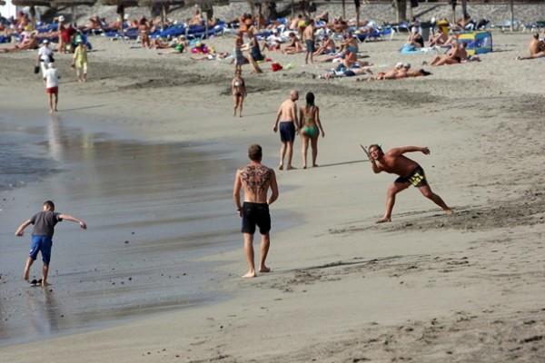 turistas Playa Tenerife Sur