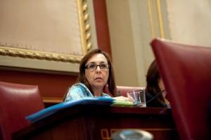 Ángela Mena, en un instante del pleno municipal celebrado ayer, en el que fue protagonista. / FRAN PALLERO