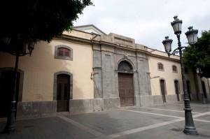 La antigua recova se utiliza como sala de exposiciones de arte desde 1992. / FRAN PALLERO
