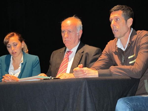 Ainhoa Monzón, José Luis Langa González y Santiago Estévez, durante la rueda de prensa ofrecida ayer. | DA