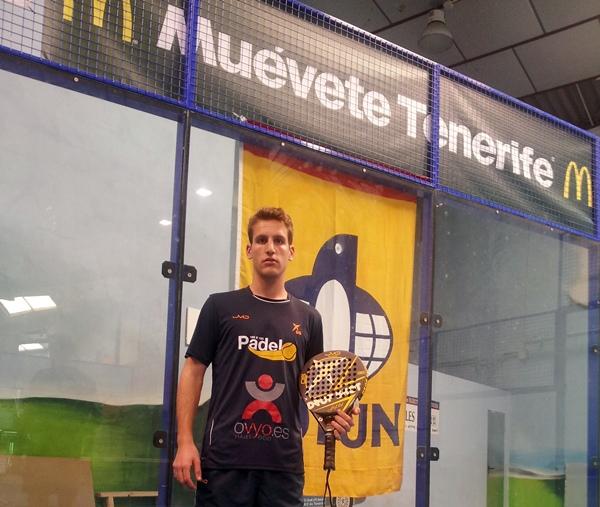 Guillermo Casal, en las instalaciones de Tecnisur Pádel. / DA