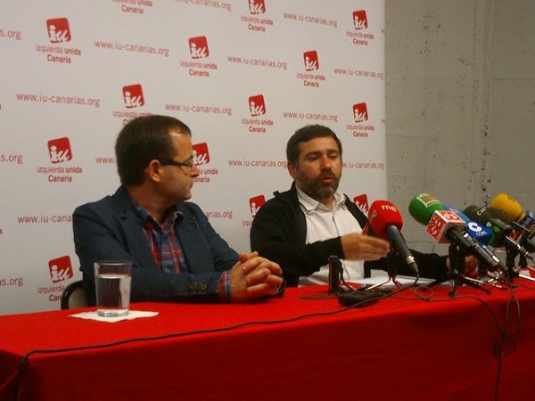 Ramón Trujilllo y José Couso, durante la rueda de prensa ofrecida ayer en la sede de IU. | DA