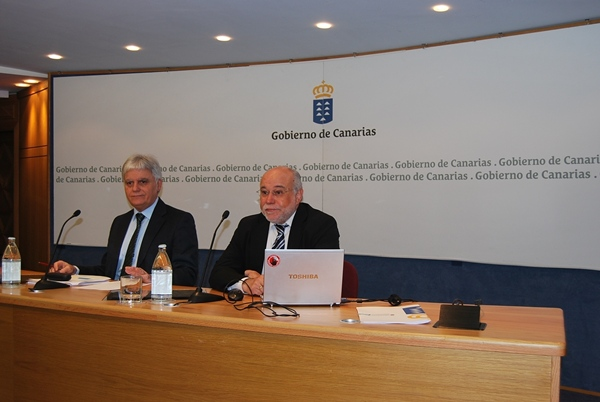 El consejero de Educación, José Miguel Pérez, junto al director general de FP del Archipiélago, José Moya. | DA