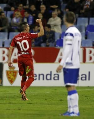 El mediocentro festeja un gol con la camiseta del Numancia. | TONI GALÁN