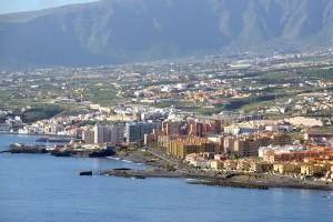 Cinco comunidades autónomas representan el 94% de la demanda de alquiler vacacional en febrero, entre ellas Canarias y Baleares. / S.M.