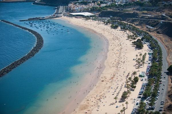 Vista general de la playa de Las Teresitas. | FRAN PALLERO