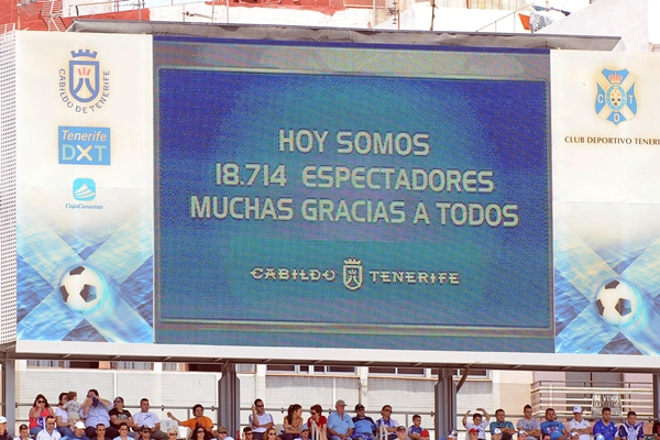 Con esta iniciativa espontánea se pretende fomentar la afluencia de público al estadio. | SERGIO MÉNDEZ