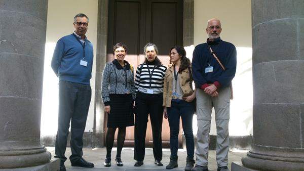 Miembros de la Coordinadora de El Rincón, ayer en el Parlamento. | DA