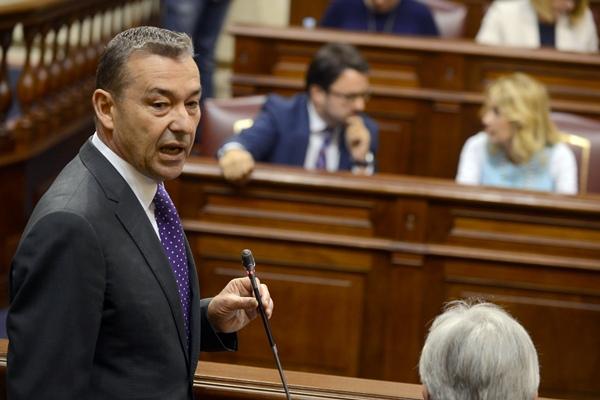 Paulino Rivero, durante la sesión de control al Gobierno en el Parlamento. / SERGIO MÉNDEZ