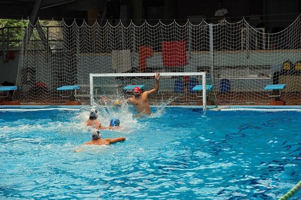 Huelga indefinida de los empleados de la piscina cubierta for Piscina municipal puerto de la cruz