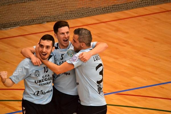 Ayose, Pablo y Luis Jara celebran un gol. | DA
