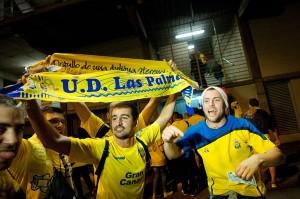 Seguidores amarillos en el derbi celebrado en diciembre en el Heliodoro Rodríguez López. / FRAN PALLERO