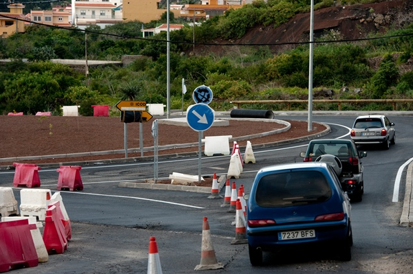Imagen de la rotonda que servirá de enlace entre la autovía del Norte y la nueva carretera del anillo insular. / FRAN PALLERO
