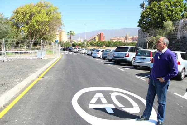 Gonzalo Delgado visita la zona de Jardines del Duque. | DA