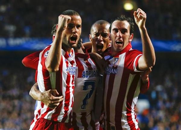 Los jugadores colchoneros celebran un gol. | REUTERS