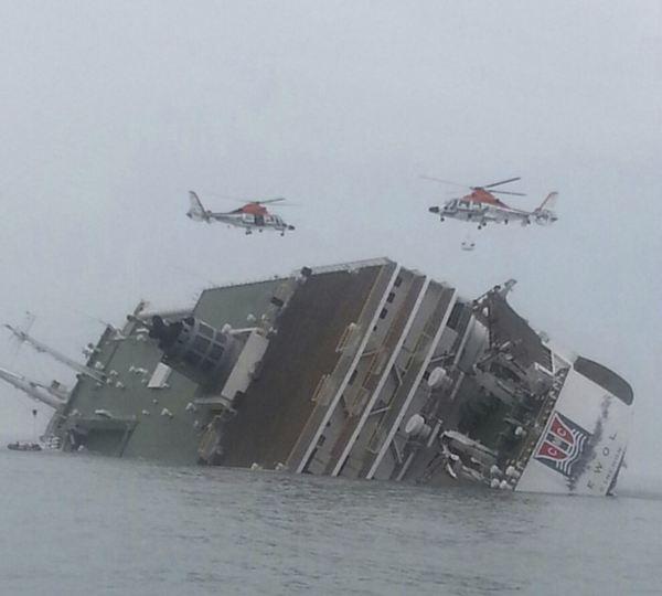 En el barco viajaban muchos estudiantes. / REUTERS