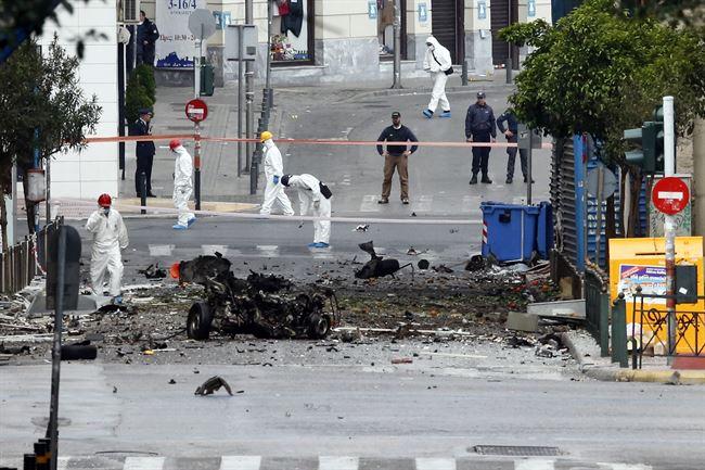 Policías científicos analizando el lugar del atentado. | REUTERS