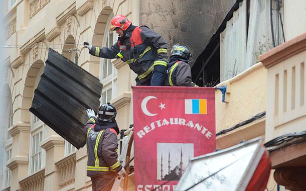 El incendio ha calcinado gran parte del interior del inmueble. / SERGIO MÉNDEZ