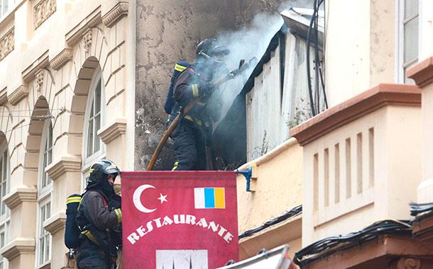 El fuego se inició sobre las 11.00 horas del sábado. / SERGIO MÉNDEZ
