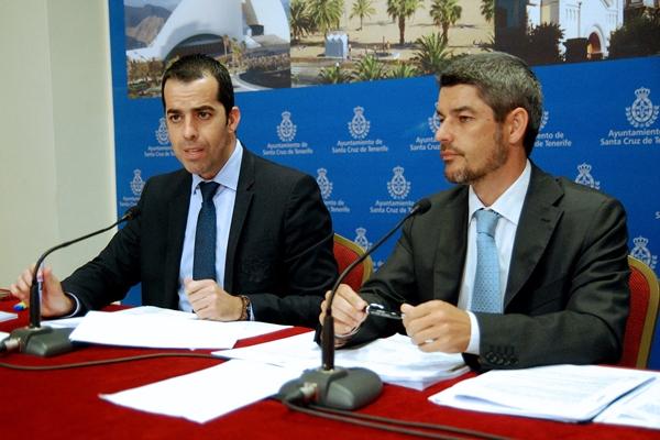 Florentino Guzmán Plasencia y Alberto Bernabé, ayer en la presentación del informe. | DA