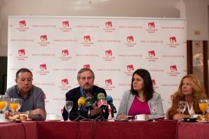 Desayuno informativo de Willy Meyer y los tres candidatos canarios de IU al Parlamento Europeo. / FRAN PALLERO