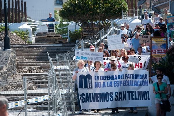 La manifestación finalizó con la lectura de un manifiesto a las puertas del Ayuntamiento portuense, en la plaza de Europa. | FRAN PALLERO