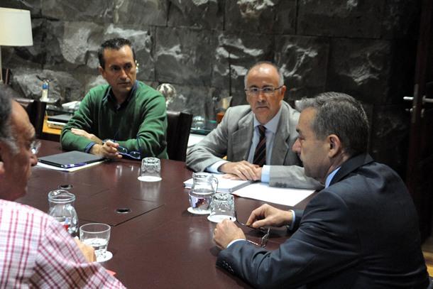 Un momento de la reunión de Rivero y Spínola con CC y PSOE