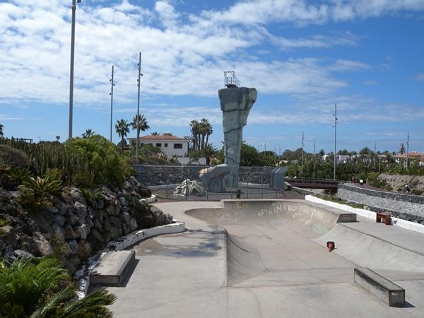 El rocódromo es uno de los muchos atractivos con que cuenta el parque público La Garañaña. | DA