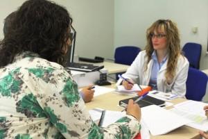 Los médicos extranjeros también acusan los efectos de la crisis.   DA
