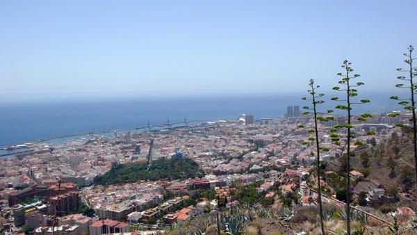 Las cuatro grandes ciudades del Archipiélago concentran al 40% de los empadronados en las Islas. / DA