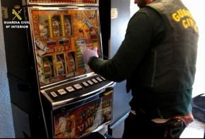 Manipulando estas máquinas obtenían 1.000 euros al día cada uno. / DA