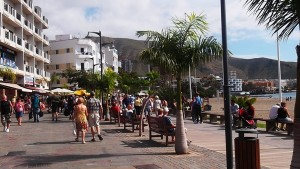 Los turistas demandan desde hace tiempo el servicio de acceso libre y gratuito a Internet en la Isla. / S. M.