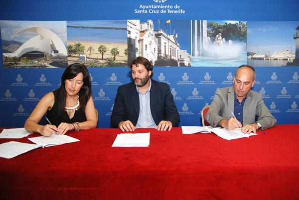 Alicia Álvarez (i), José Ángel Martín y Carlos Piñero, ayer, durante la presentación de los nuevos convenios. | DA