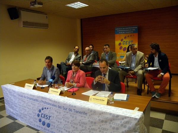 Esplugas, Concepción y Reyes explicaron los detalles de las comisiones de trabajo. / J.L.c.