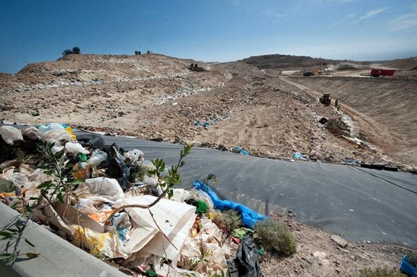 Los residuos de la Isla se tratan en el Complejo Ambiental de Arico. / FRAN PALLERO