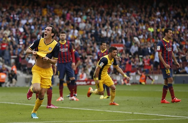 Diego Godín celebra el gol que le da la Liga al Atlético de Madrid. | REUTERS