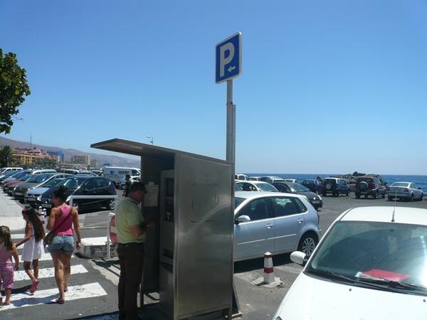 El 'parking' que está enfrente del Ayuntamiento volverá abrirse con rotación horaria en breve. | DA