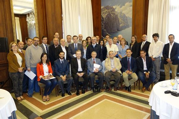 Imagen de la reunión de la patronal con el sector inmobiliario. | DA